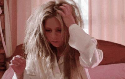Düğünden düğüne koşma sezonu açıldı! Saçlarının bu maratonda yorgun düşmemesi için ne yapıyorsun?