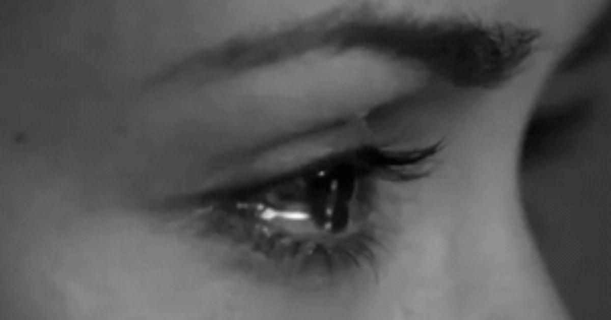 Гифы плачущие глаза