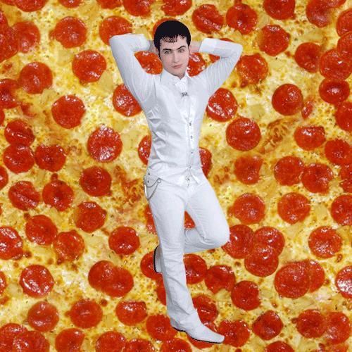Diyet yapan kız mı yoksa pizza yiyen kız mı daha çekicidir?
