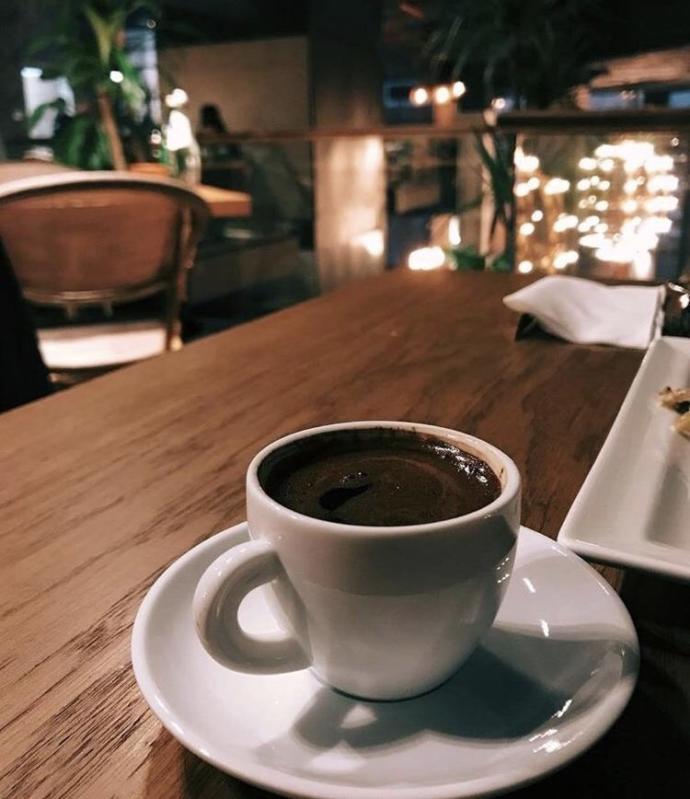 Siteden kiminle karşılıklı kahve içmek istersiniz🌹?