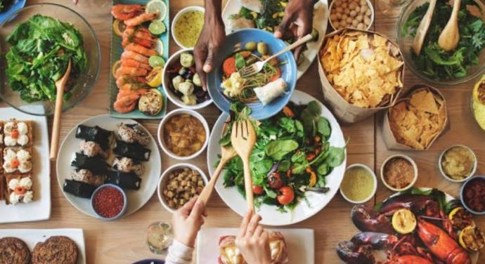 Çok yemek yiyen mi bilgilidir, yoksa çok yemek yapan mı?