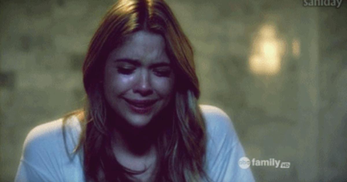 Гифы девушка плачет