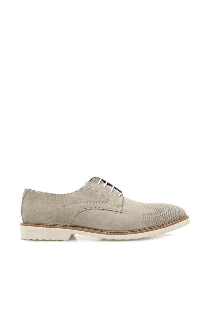 lacivert renk klasik spor bir kombine altına hangi renk ayakkabı giyilebilir ?