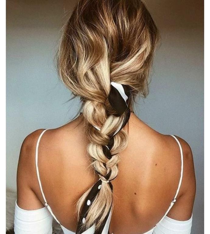 Bandanayla yapılan basit ama güzel bu saçlardan hangisi denemeye değer?