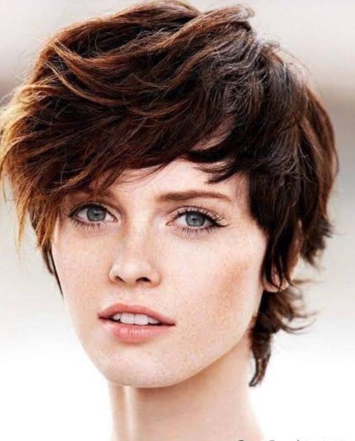 Sizce uzun saçlı kızlar mı daha çekici yoksa kısa saçlı mı?