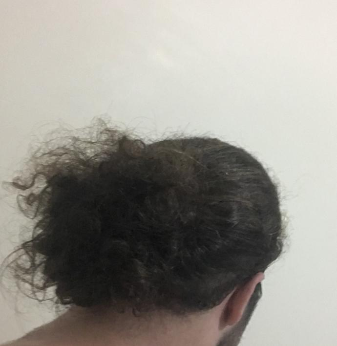 Çok kıvırcık ve dökülüyorlar sizce de kısa saç daha mı iyidir?