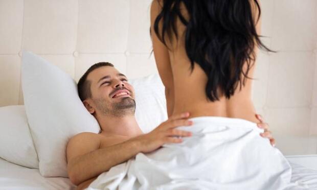 Sevdiğinizle sarılarak uyumak mı, sevişerek uyumak mı daha çok haz verir?