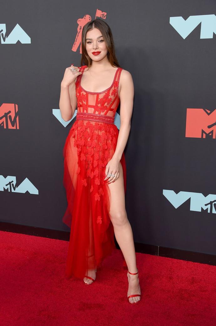 Şıklığıyla, 2019 VMA kırmızı halısının tozunu attıran ünlü kim?