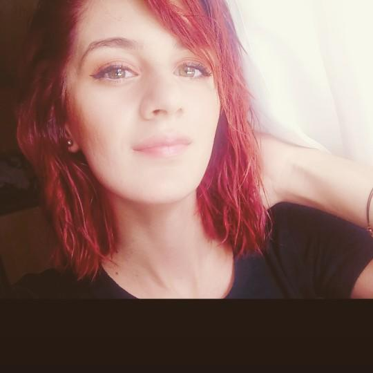 Bikaç hafta önce sormuştum ve saçımı boyadım. Sizce hangi renk daha çok yakışıyor?
