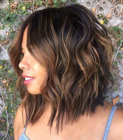 Yuvarlak yüz sahibi kadınlara en çok hangi saç modeli yakışır?