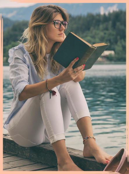 Çevrenizde Kızlar mı daha çok kitap okuyor , erkekler mi?