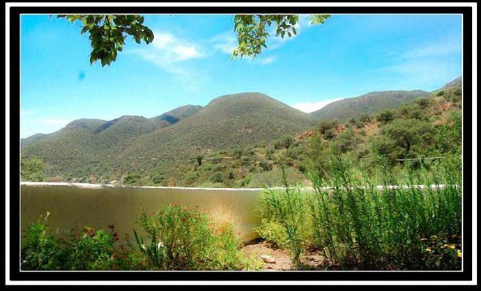Sizce dağın önünde göl mü var?