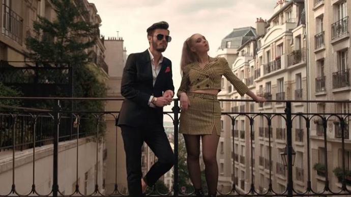 Güzel giyinen, çekici çiftler görünce kıskanır mısınız?