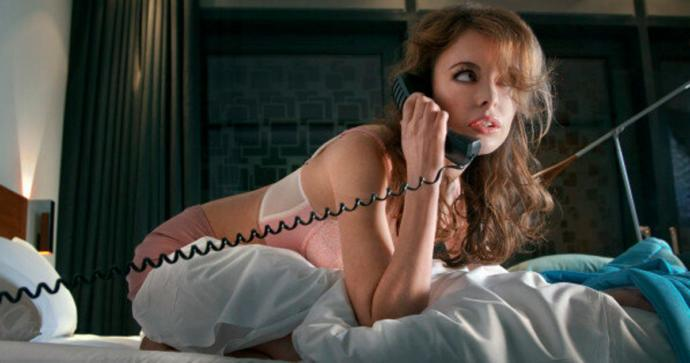 Sevgilinizi ve cep telefonunuzu baş başa bir odada bırakabilir misiniz?