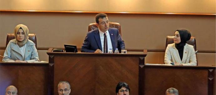 İstanbul Büyükşehir Belediyesinde Kadın meclis üyesini konuşturmadılar! Kadınlar her alanda neden susturulmaya çalışılıyor?