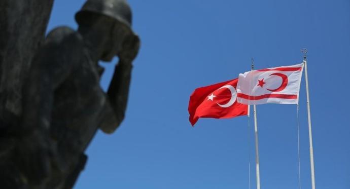 KKTC'de Rum sivil, gönderdeki Türk bayrağını indirdi! Siz böyle bir şeye şahit olsanız, ne yapardınız?