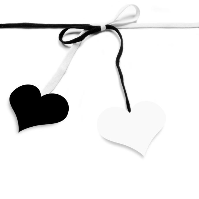 Bundan sonra tek bir renk giyinmeniz gerekse, siyah mı beyaz mı seçerdiniz?