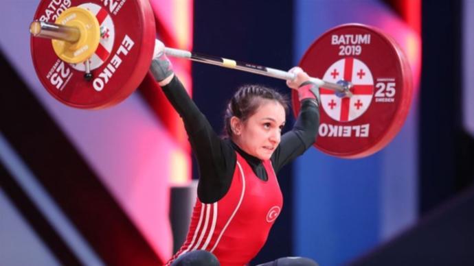 Şaziye Erdoğan halterde dünya şampiyonu oldu! Kadın milli sporcularımız, erkeklerden daha mı başarılı?