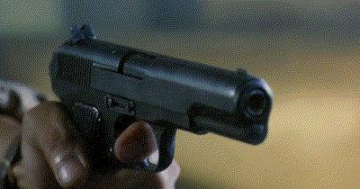 Bir silah olsaydın, ilk kime patlardın?
