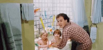 Çocuklarıyla birlikte eğlenen ebeveynler buraya! Hangisi çocukların okul sonrası banyosunu eğlenceye çevirir?