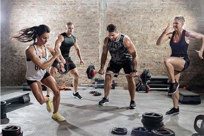 Fitness salonundaki her şeyi çok bilmiş insanlar size ne hissettiriyor?