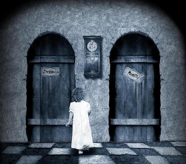 Hayallerini mi yoksa gerçeklerini mi tercih edersin? Sen hangi kapıdan içeri girersin?