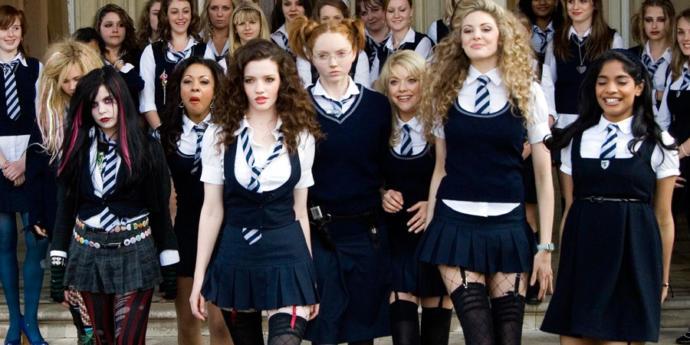 Kızlar Soruyor'da aynı okulda olsaydık dağıtırdık ortalığı dediğin kim var kscan?