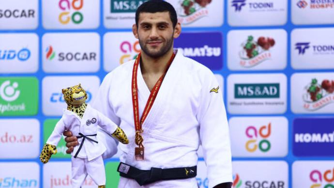 Milli judocu Vedat Albayrak 81 kiloda Japon rakibini yenerek gümüş madalyayı almaya hak kazandı.
