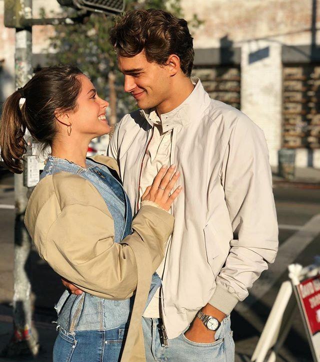 Hoşlandığınız kişi uzun süre gözlerinizin içine baksa, gözlerinizi sakınır mısınız yoksa onun gözlerinde kaybolur musunuz?