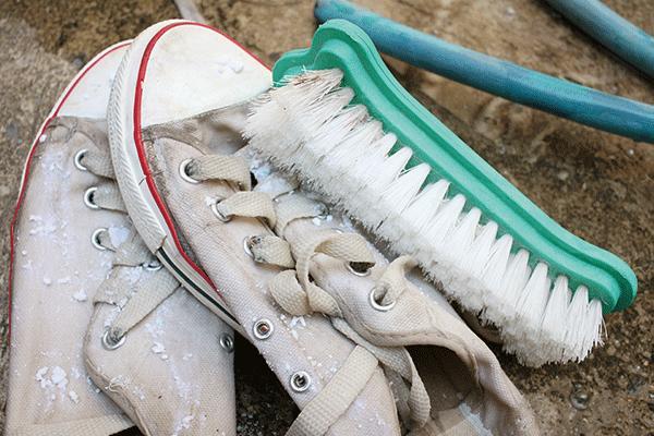 En iyi ayakkabı temizleme yöntemi nedir?
