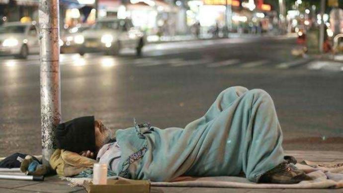 Gece sokakta kalsan ne yaparsın?