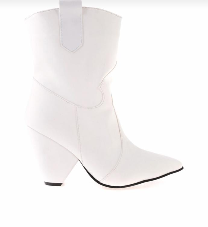 Arkadaşlar hangi ayakkabı daha güzel sizce?