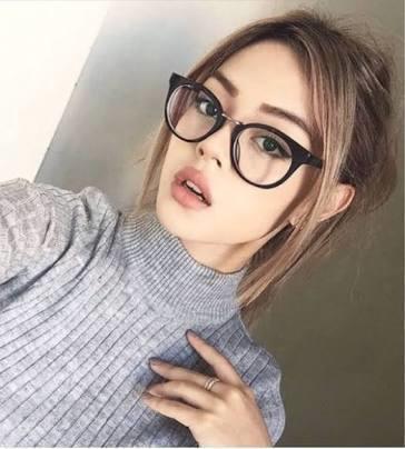 Gözlük her insana yakışır mı?