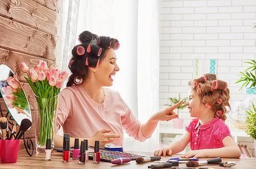 Annenin makyaj ve bakımla arası nasıldır? Benzeşiyor musunuz?