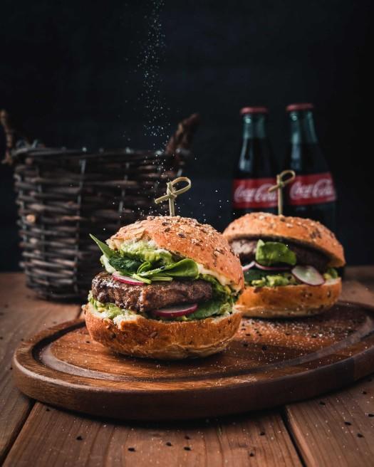 Hamburgere marul mu yoksa kıvırcık mı konur?