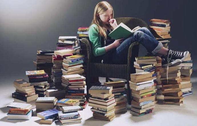 Hangisi senin için daha keyifli olur..! Kitap okumak mı, film izlemek mi?