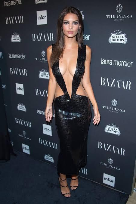 Siyah elbiseyi kim daha iyi taşımış ?