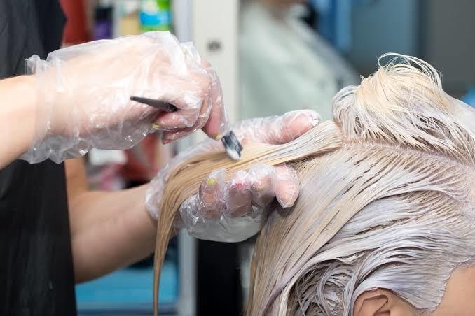 Saç boyatmak, saç bakımı yapmak mıdır?