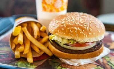 Sagliksiz Yiyecekler Sizce Neden Bu Kadar Lezzetli Kizlarsoruyor