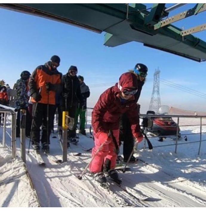 Ülkemiz bukadar dertle uğraşırken, Ekrem imamoğlu ailesiyle birlikte Erzurum'a kayak tatili yapmaya gitti, ne düşünüyorsunuz?