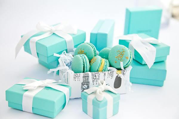 Sizce Sevgililer Gününde ne tarz hediyeler daha çok seviliyor: Maddi değeri yüksek hediyeler mi manevi değeri yüksek hediyeler mi?