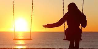 Bir daha geri gelmeyecek günleri özlemek mi daha kötü asla yaşanmayacağını bildiğin olayların hayalini kurmak mı?