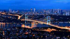 İstanbulda gezmek isteyen bir kişiye kalmak için hangi semti önerirsiniz?