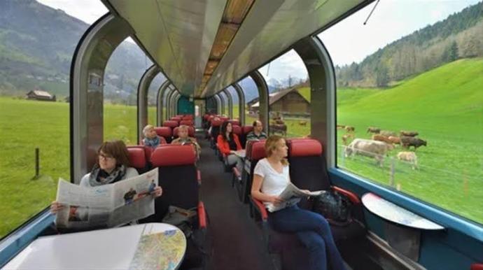 Uzun tren yolculuğuna çıkacağım. Şarkı ve yemek önerir misin?