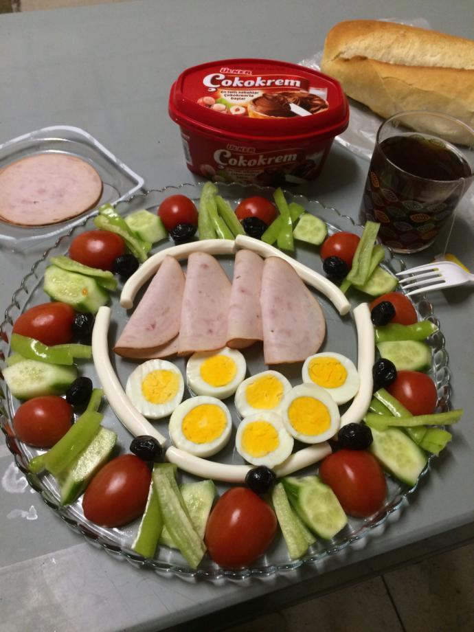Günaydınlarrr😊? Size güzel kahvaltılar hazırlayan mesai arkadaşlarınız var mı ❤️😍?