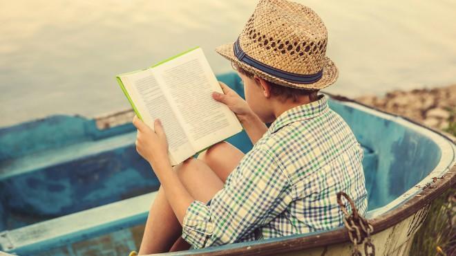 Başkasının okuduğu kitap/gazeteyi göz ucuyla okumaktan daha keyifli bir şey söyler misiniz?