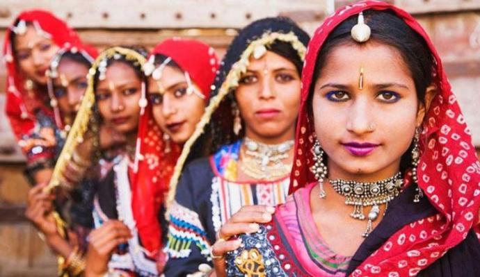Hintli Kruşnaşwarup Dasji, regl olan kadınlara aşağılayıcı sözler savurdu. Sizce regl olmak hala ayıp mı?