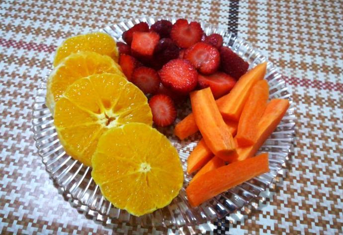 Kendime minimal bir meyve tabağı hazırladım sizde ister misiniz?