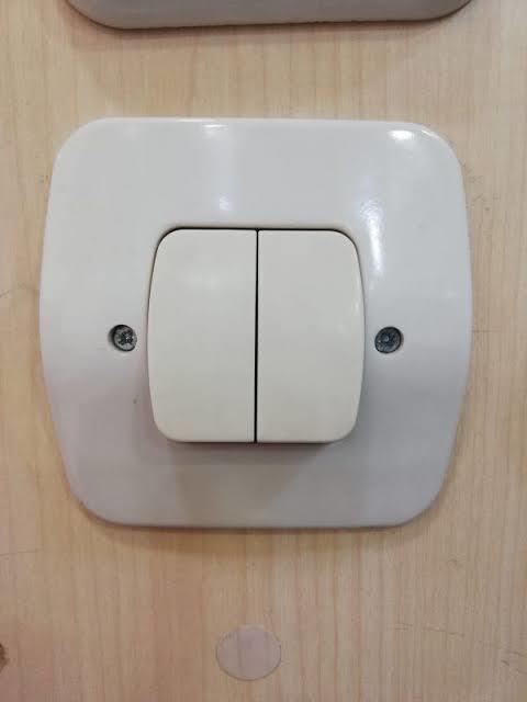 Birinin uyumaya yakın birine gece tuvalete girdiği izlenimi vermesi için elektrik anahtarına kaç defa basmış olması lazım?