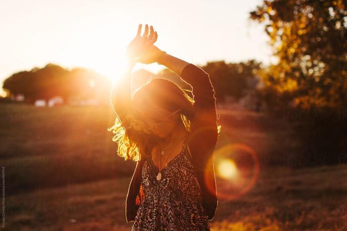 İnsanlar neden mutluluğu şefkatle uzanan kollar yerine şehvetle uzanan kollarda bulacağını düşünüyor?